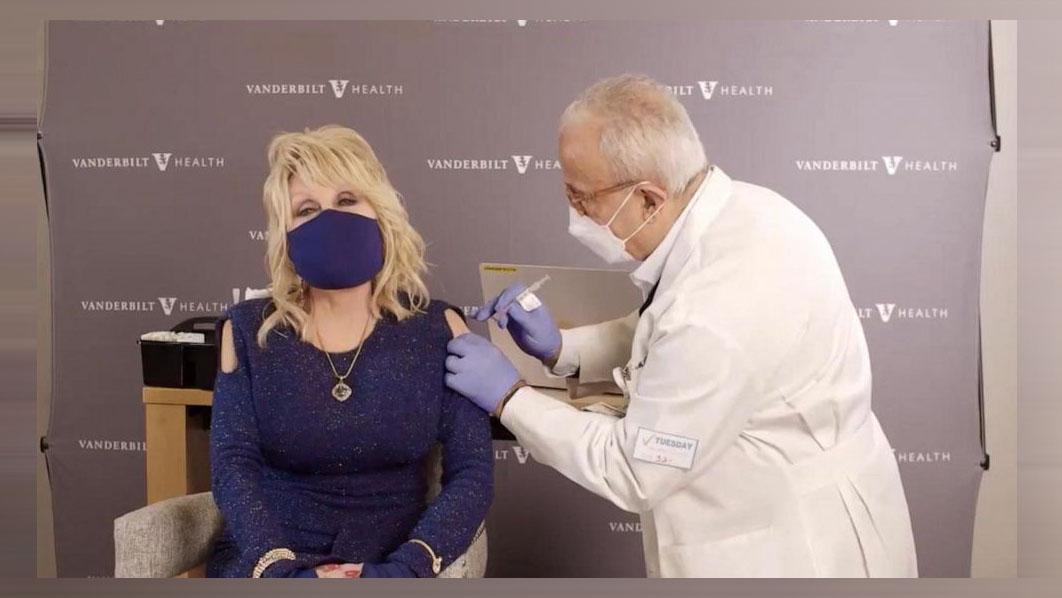 Dolly Parton gets COVID – 19 vaccine