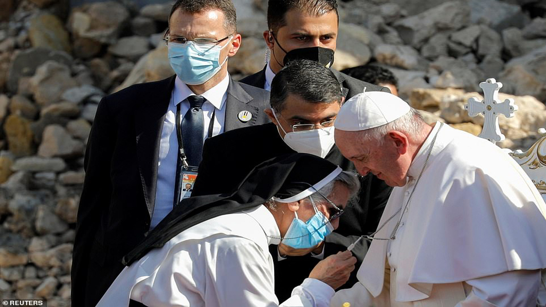 Pope Francis meets father of Alan Kurdi