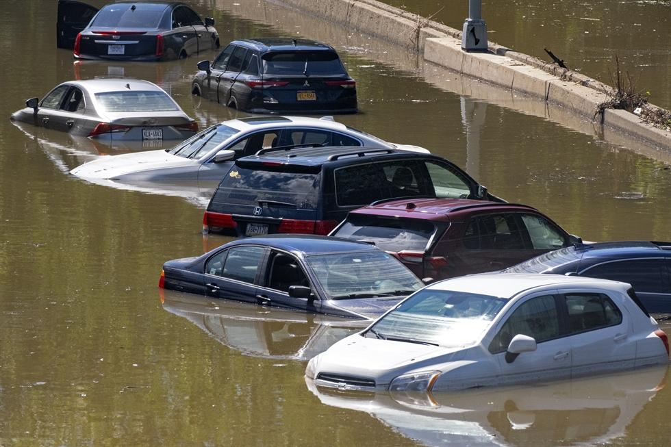Northeast US: Minimum of 44 dies in flash floods